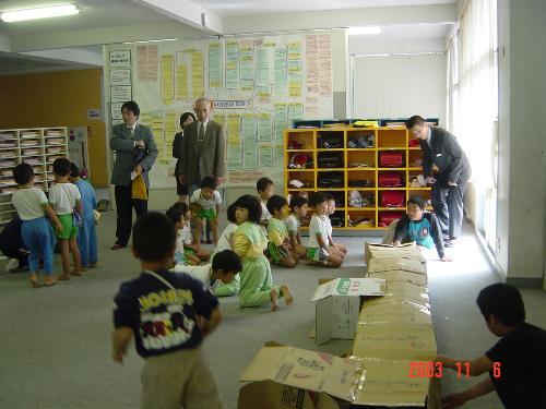 學生用紙箱自製玩具